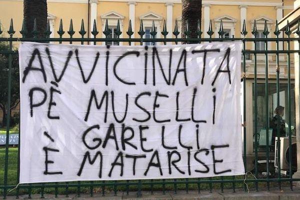 Une cinquantaine de personnes se sont rassemblées en soutien à Julien Muselli, Adrien Matarise et Ghjilormu Garelli.