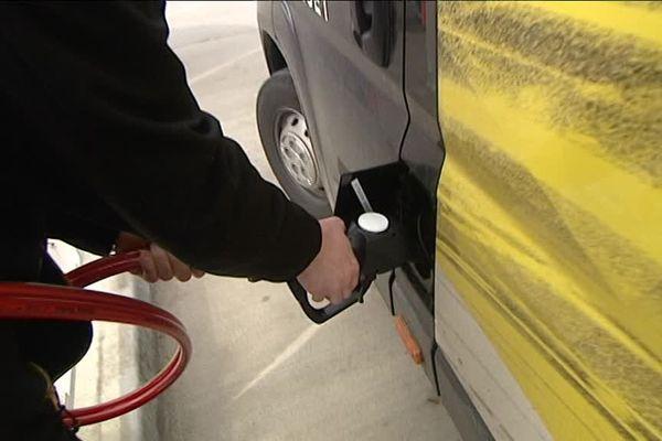 Faire le plein de GNV (gaz naturel pour les véhicules) est très proche de celui d'essence.
