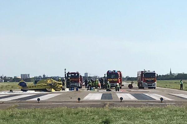 Les pompiers ont été déployés sur la piste.