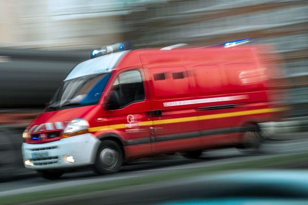 Les pompiers ont maîtrisé le feu assez rapidement dans un immeuble à Grenoble. Photo d'illustration.