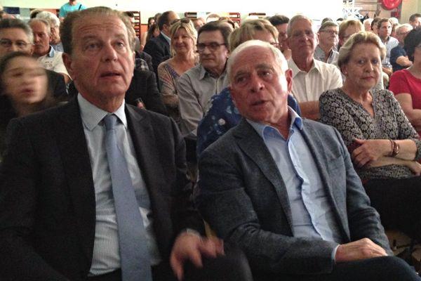 Dominique Perben et François Patriat, soutiens d'Emmanuel macron, en réunion publique à Chalon-sur-Saône le 10 avril 2017.
