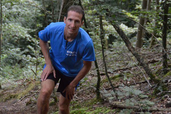 A partir du 22 juillet, le coureur Romain Sophys tentera de traverser les Alpes en un temps record.