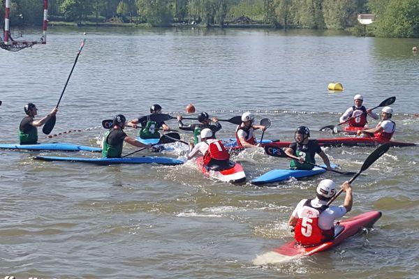 L'équipe de kayak-polo de Loeuilly face aux Normands de Thury Harcourt le dimanche 6 mai 2018