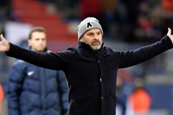 19 ème journée du championnat de France de ligue 2 . Caen - Clermont 0 à 0 - Pascal Dupraz l'entraîneur de Caen