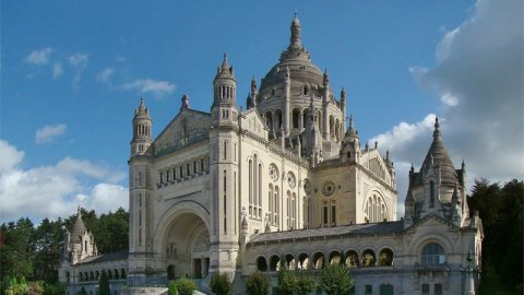 lisieux_cathedrale.jpg