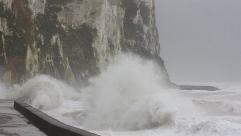 Un mardi en alerte orange vents et vagues-submersion en Normandie