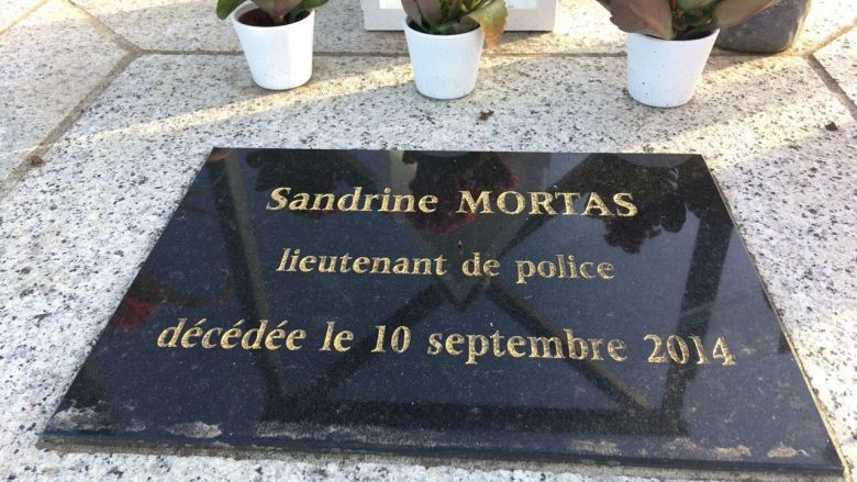 La stèle en mémoire de Sandrine Mortas, percutée mortellement par un scooter / © FT