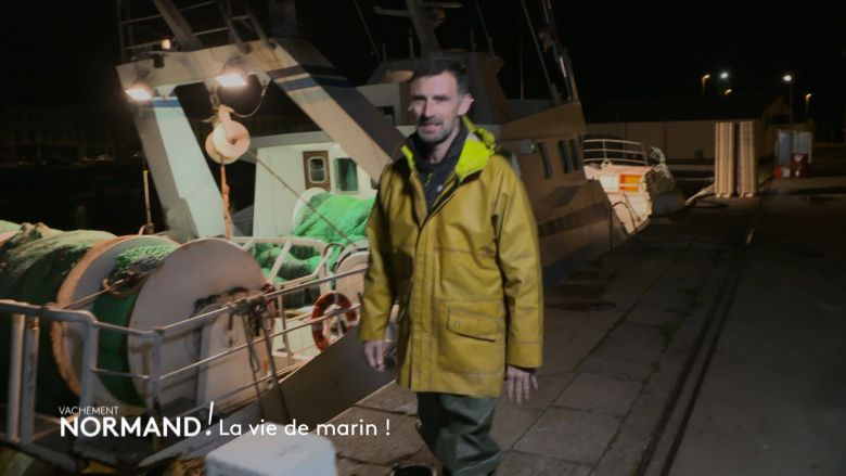 Vincent Chatelain en immersion avec Ludovic, un marin pêcheur / © France 3 Normandie/Media TV