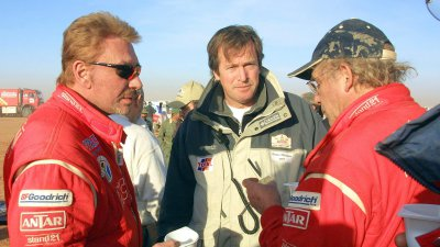 Johnny Hallyday au Paris-Dakar en 2002, avec la team Dessoude de Saint-Lô