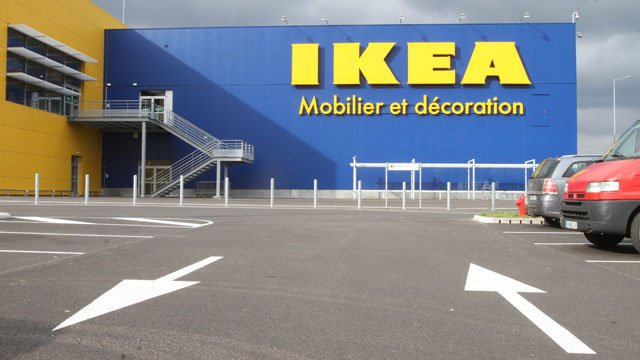 tourville la rivi re 76 neuf migrants d couverts dans un camion de livraison ikea france. Black Bedroom Furniture Sets. Home Design Ideas