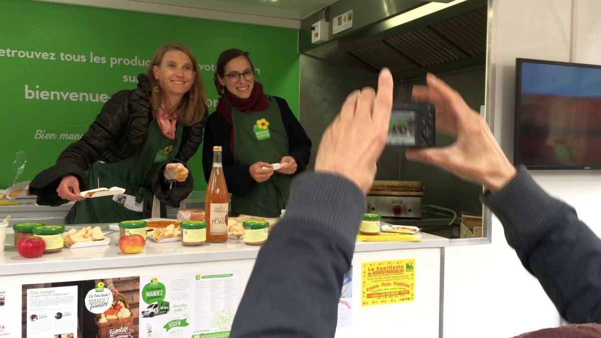 Rouen : dégustations et échanges avec le food truck de Bienvenue à la Ferme / © Photo : Richard PLUMET / France 3 Normandie