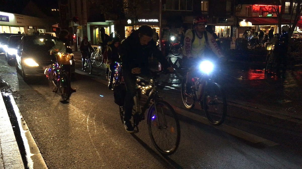 Cyclistes la nuit dans les rues de Rouen le 10 novembre 2018 / © Photo : Richard PLUMET / France 3 Normandie