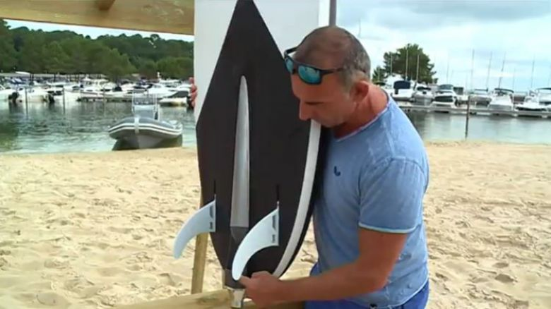 du surf sur le lac de biscarrosse avec des planches lectriques france 3 nouvelle aquitaine. Black Bedroom Furniture Sets. Home Design Ideas