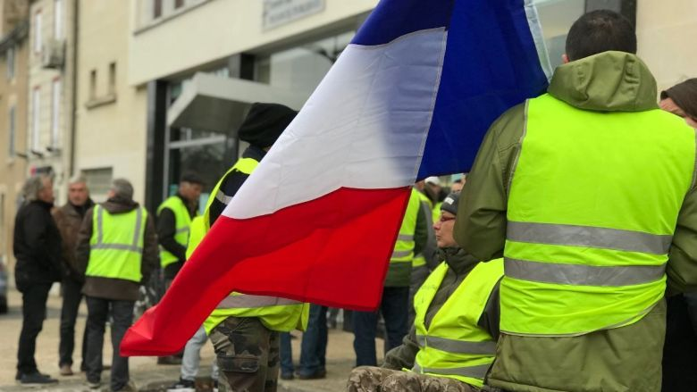 gilets jaunes rassemblement devant le centre des imp ts de niort france 3 nouvelle aquitaine. Black Bedroom Furniture Sets. Home Design Ideas
