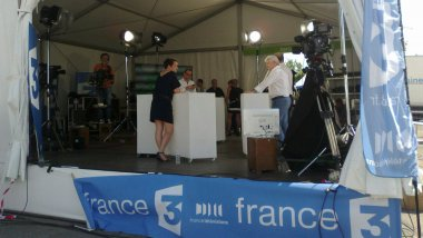 Le plateau de direct de France 3 au Congrès du PS / © Antoine Morel