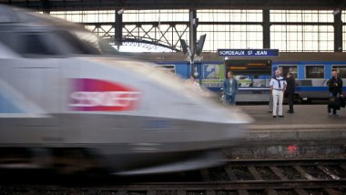 Un TGV arrivant en gare de Bordeaux Saint-Jean. (Photo d'illustration)  / © LOIC VENANCE / AFP