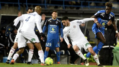 Football Ligue 2 : les Chamois Niortais battus 2 à 3 par le Red Star