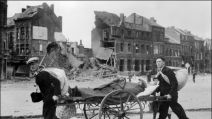 AFP archives 1940 exode civils fuyant les bombardements