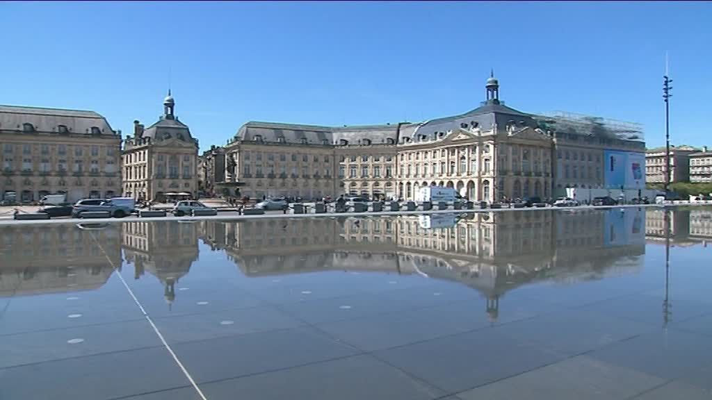 Bordeaux : le chantier colossal de rénovation de la toiture du Palais de la Bourse