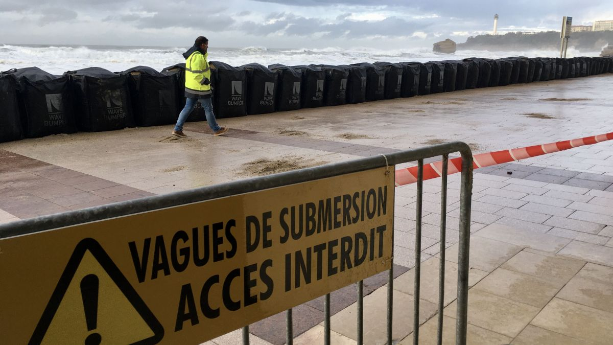 Pays basque : Biarritz se protège avant l'alerte vague submersion