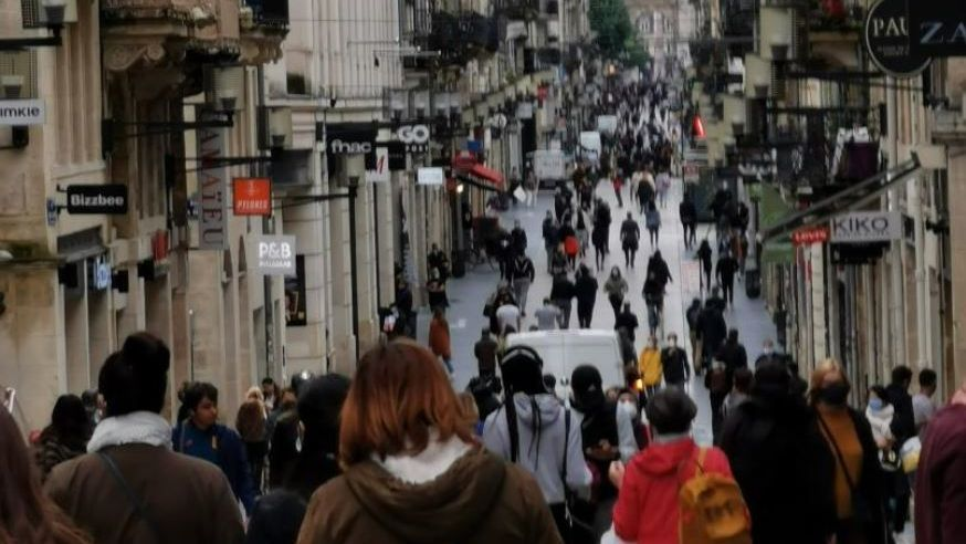 "Bordeaux : la rue Sainte-Catherine se ""déconfine"" activement"