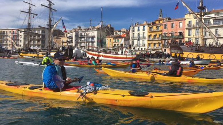La solution pour assister à escale à Sète : le kayak ! / © J. Morch