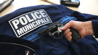 Un policier municipal a fait usage de son arme (photo illustration) / © Maxppp