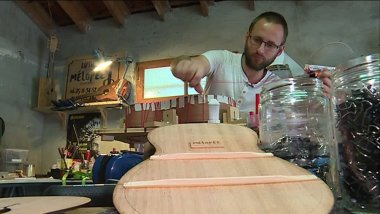 65 luthiers participent au salon, dont le Toulousain Sébastien Berlinet. / © France 3 Occitanie