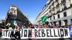 A Paris, Extinction Rebellion étend son mouvement à la rue de Rivoli et bloque la circulation