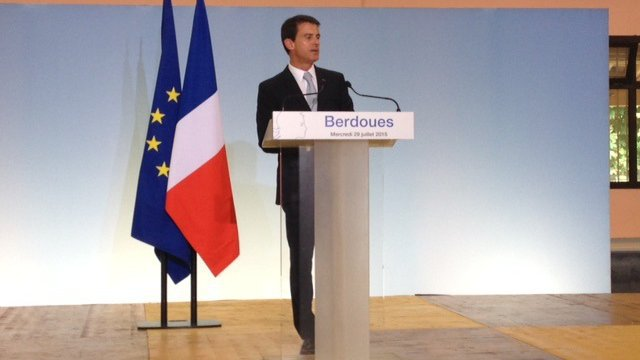 Manuel Valls began his visit in the Gers inaugurating a broadband terminal in Berdoues. © Amélie Fish / Midi-Pyrénées France 3