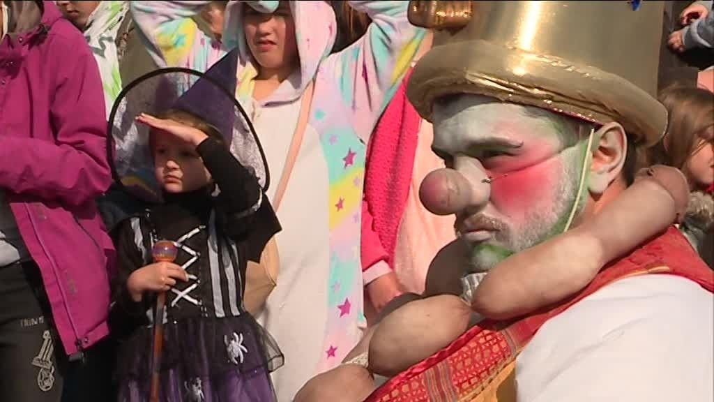 https://france3-regions.francetvinfo.fr/occitanie/sites/regions_france3/files/styles/top_big/public/assets/images/2019/03/05/carnaval_pau-4120122.jpg?itok=syHnYe2S
