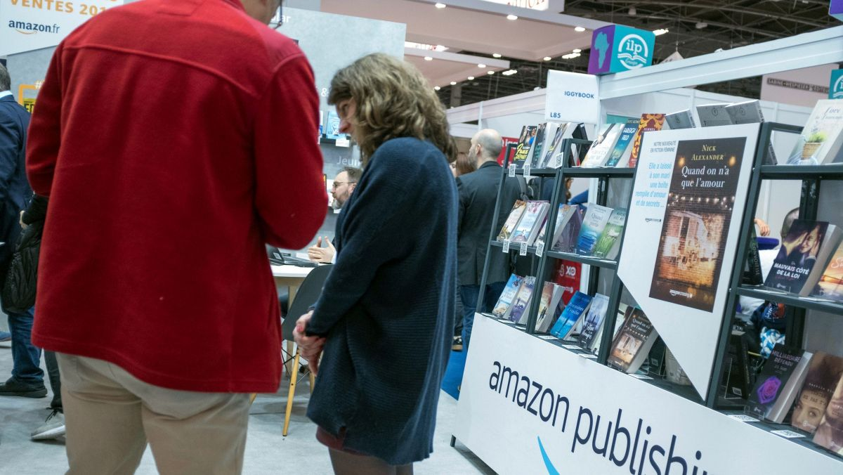 Le stand Amazon au salon du livre 2019 de Paris / © Max PPP