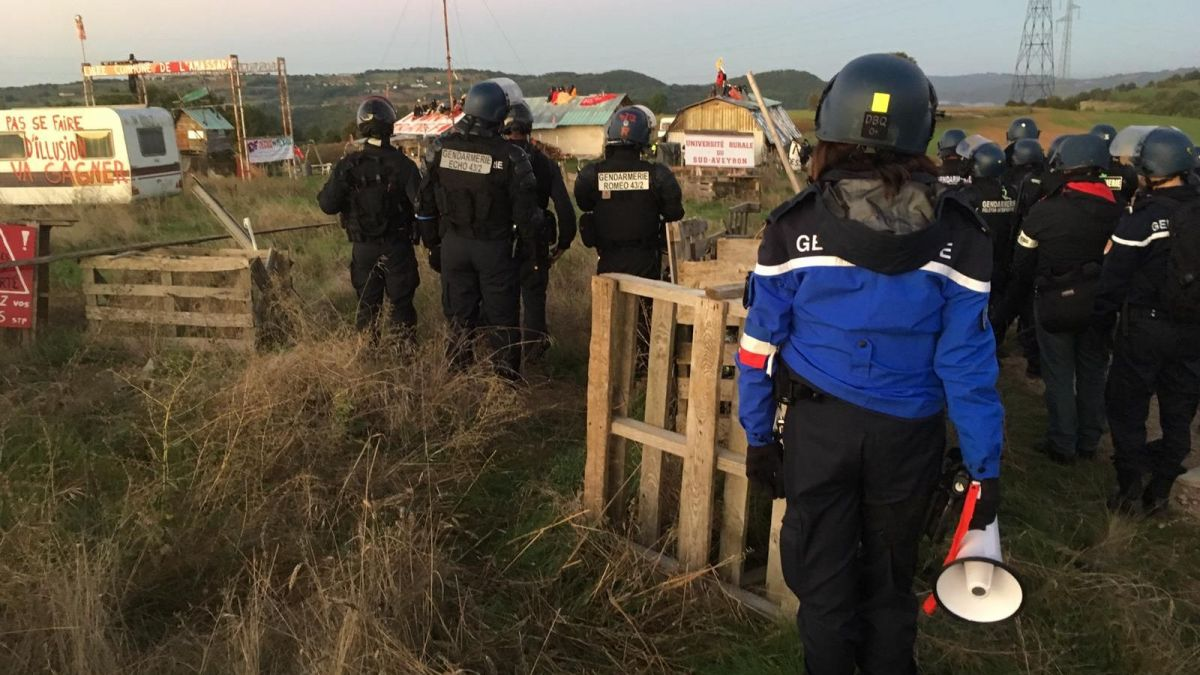 VIDEO - Evacuation par la force de la ZAD de l'Amassada dans l'Aveyron