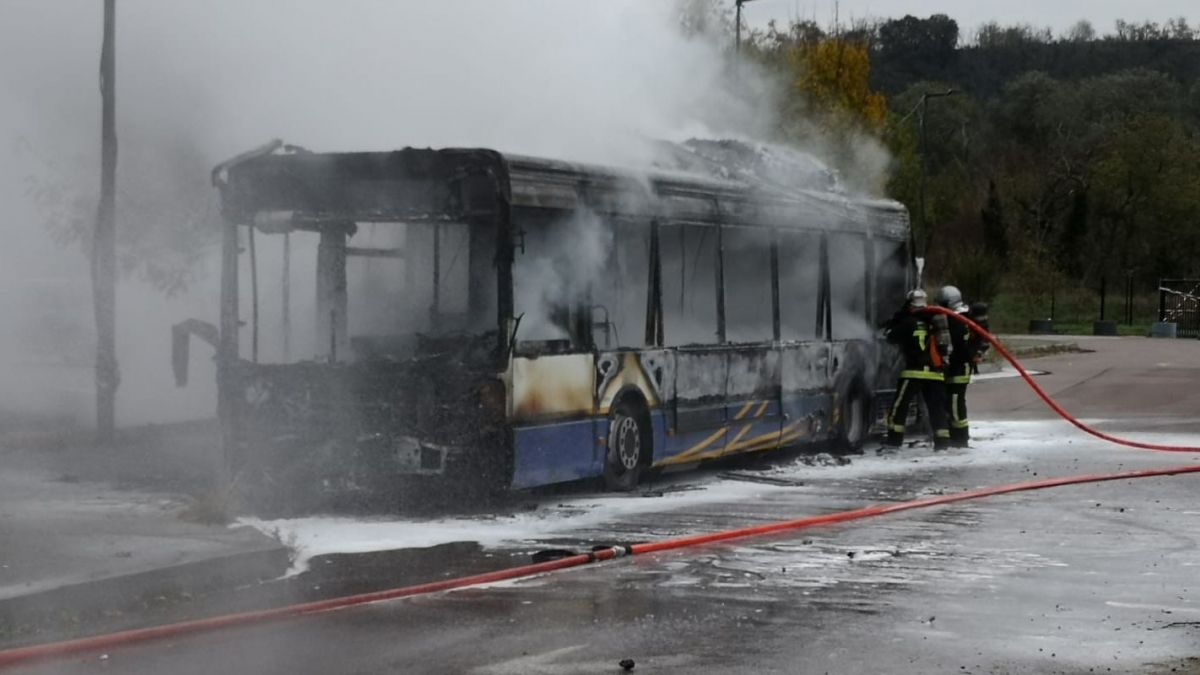 VIDEO - Toulouse : les images impressionnantes d'un bus en feu