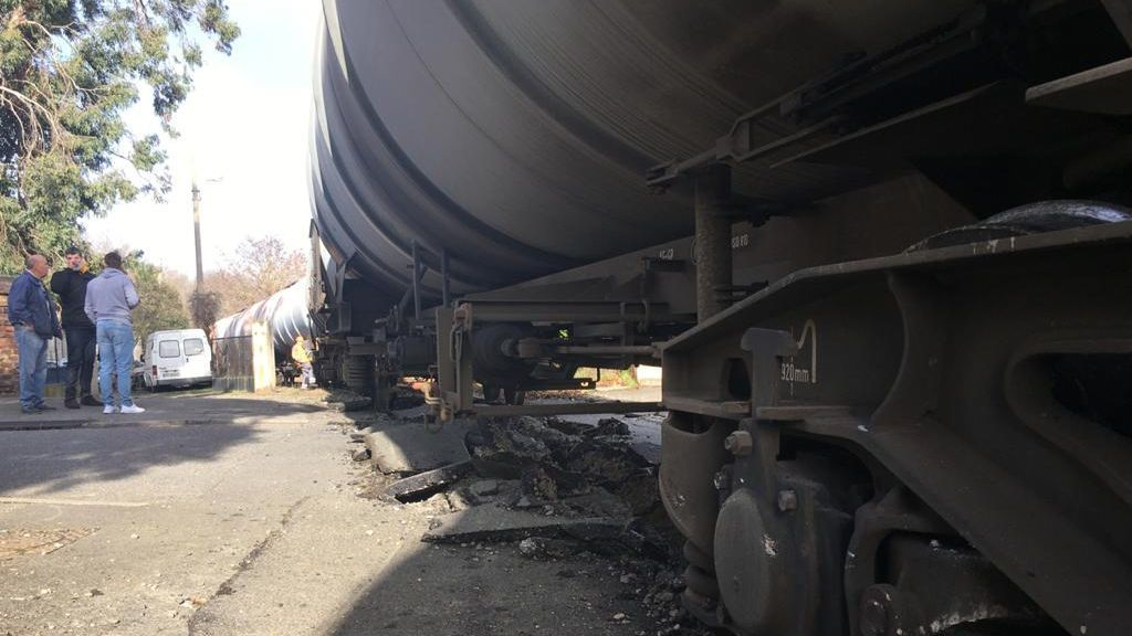 Un train transportant du carburant déraille au nord de Toulouse près des habitations
