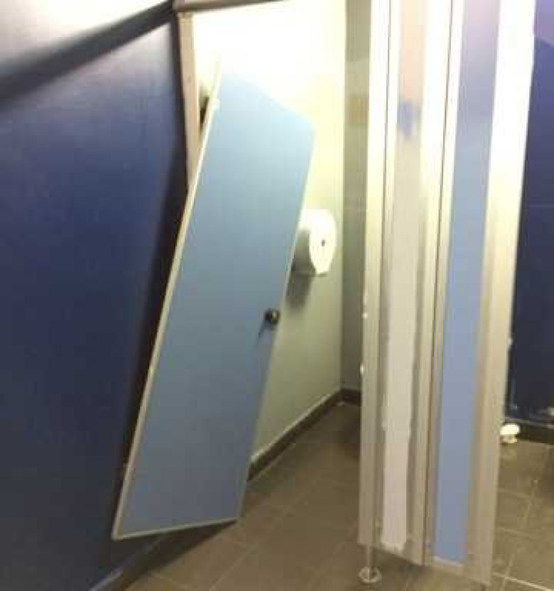 Toilettes de Paris 8 / ©