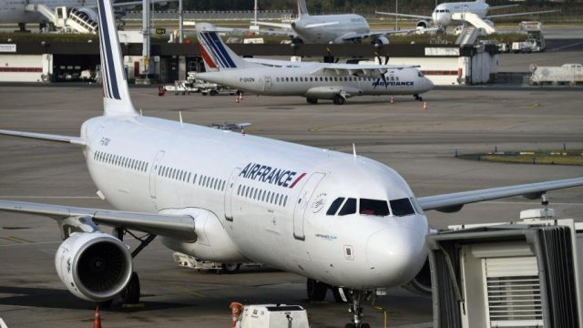 Air France : un premier licenciement après les incidents du mois d'octobre