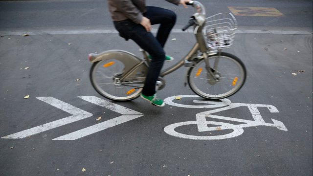 Pollution : la mairie incite à utiliser Autolib' et Velib'