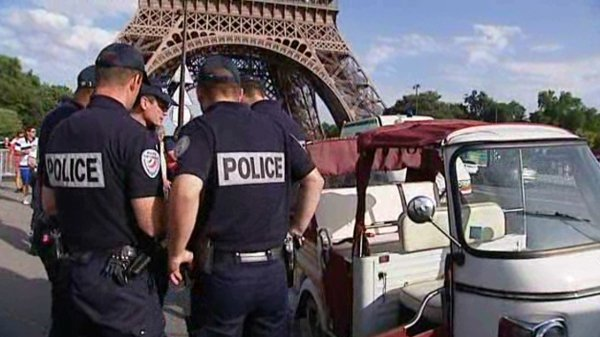 les tuk tuk dans le viseur de la police france 3 paris. Black Bedroom Furniture Sets. Home Design Ideas