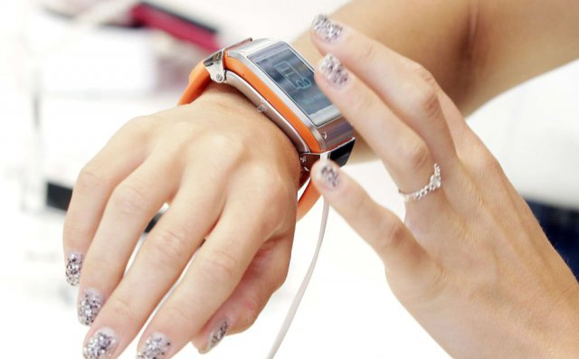 La Samsung Galaxy Gear sera disponible dès le 25 septembre en France, autour de 300€. / © DR