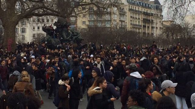 Affaire Théo : incidents devant des lycées parisiens, ambiance tendue place de la Nation