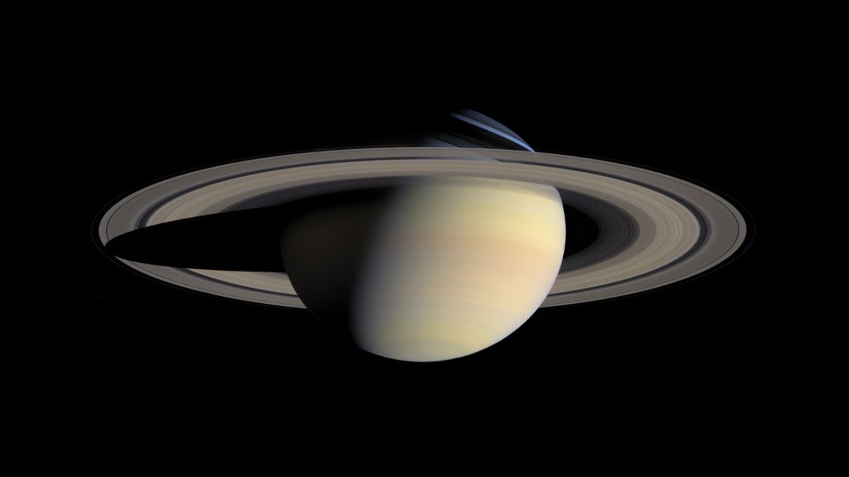Cassini commence son plongeon final sur Saturne
