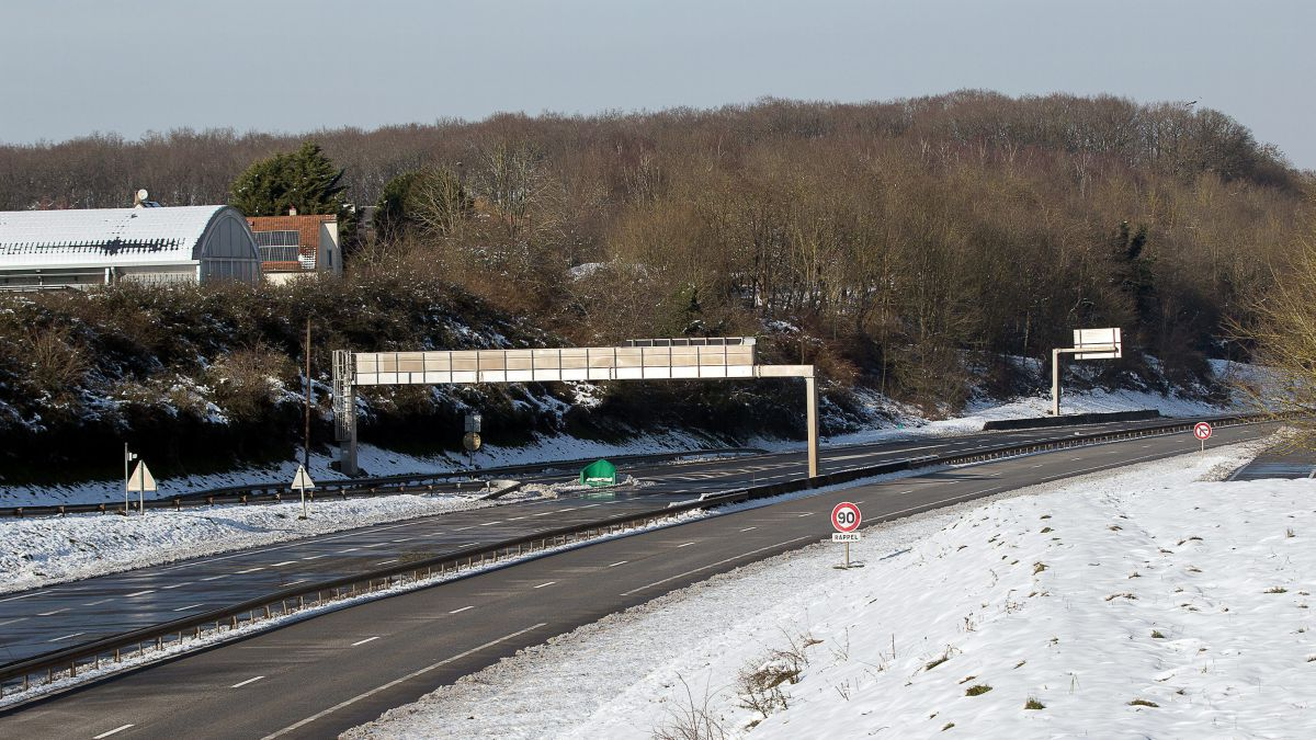 Neige en Île-de-France : la RN 118 rouverte à la circulation des camions