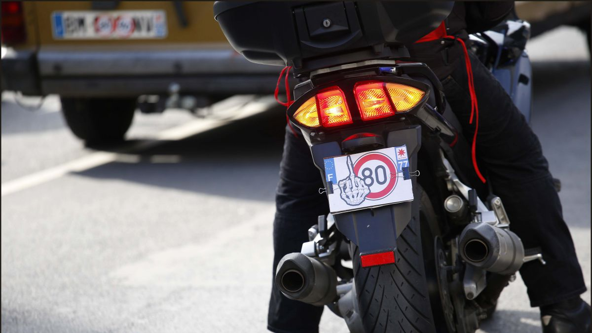 Les motards manifestent contre la limitation de la vitesse à 80 km/h sur les routes secondaires. / © IP3 PRESS/MAXPPP/Luc Nobout