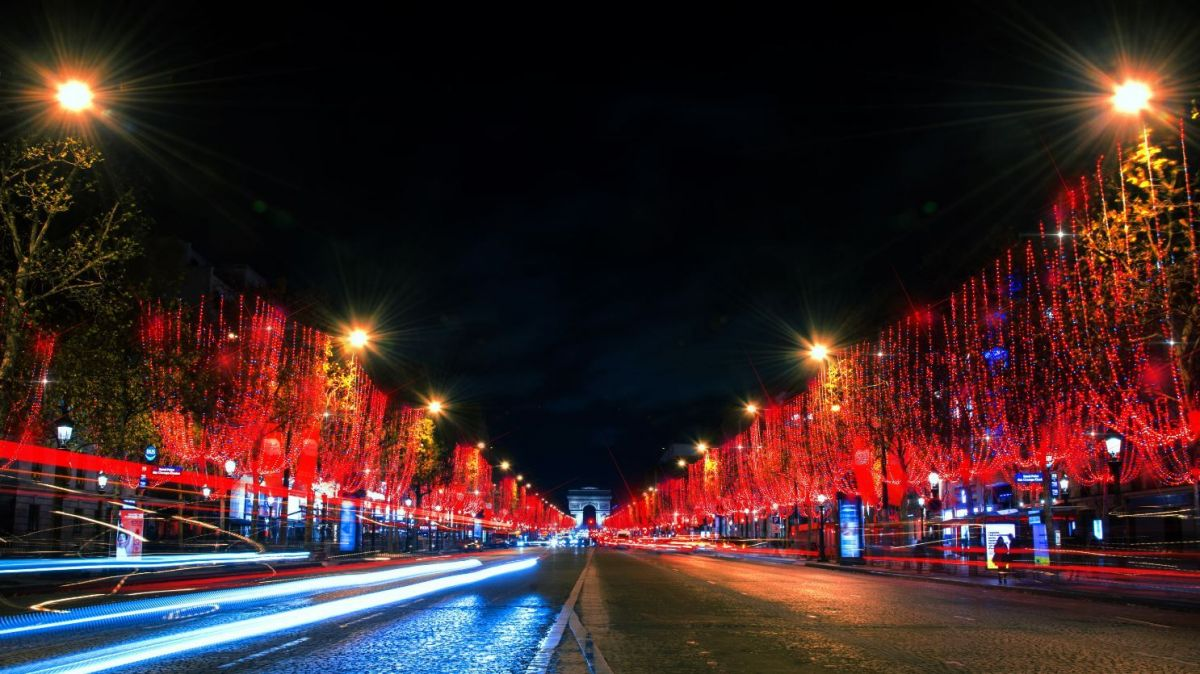 DIRECT. Illuminations de noël des Champs-Elysées à Paris : le grand pari de la couleur en 2018