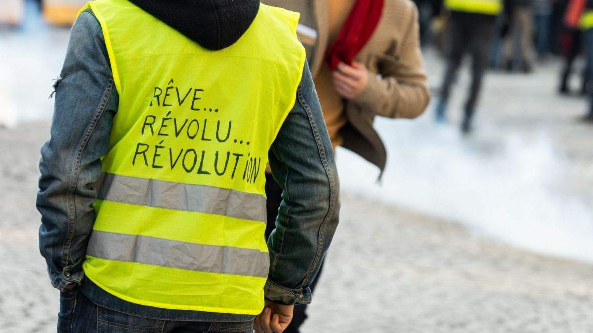 Les gilets jaunes continuent à protester contre les violences policières et l'usage du LBD (illustration : manifestation du 16 mars à Paris). / © IP3 PRESS/MAXPPP