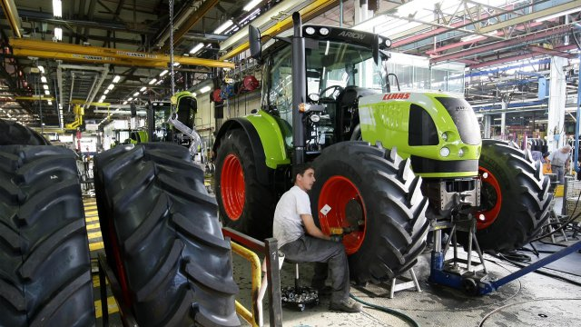 le mans les tracteurs agricoles claas tirent l 39 emploi france 3 pays de la loire. Black Bedroom Furniture Sets. Home Design Ideas