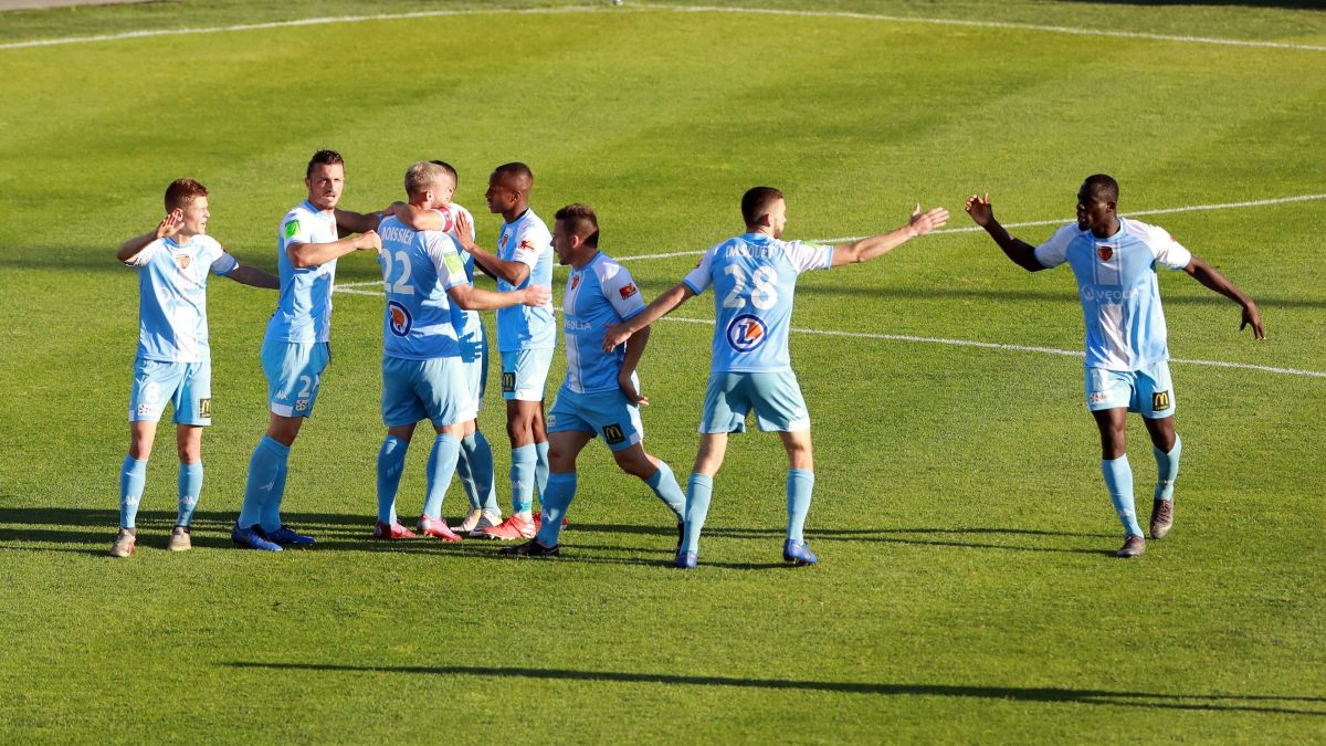 Football : une fin de match de folie envoie Le Mans FC en Ligue 2