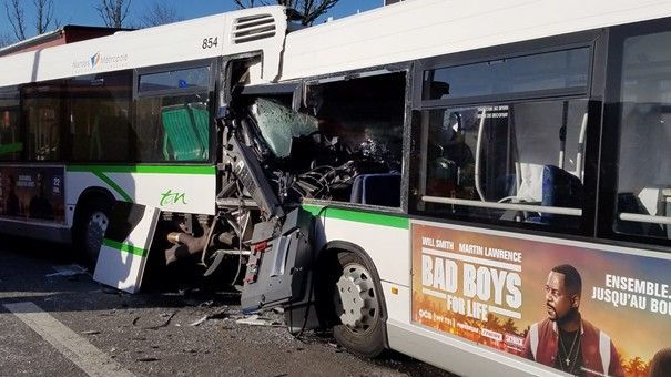 Nantes : un accident implique 3 bus sans passagers, une conductrice gravement blessée