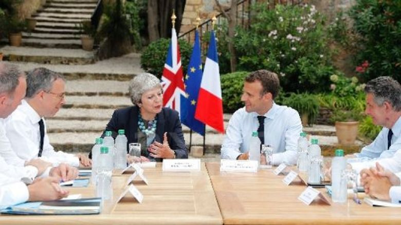 Emmanuel Macron en réunion avec Theresa May. / © SEBASTIEN NOGIER / POOL